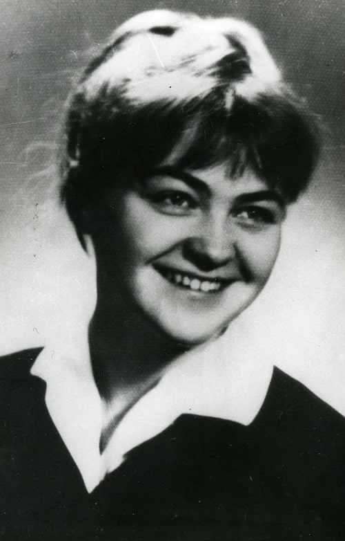 Photo of Dr Ewa Raglan as a medical student in the 1960s