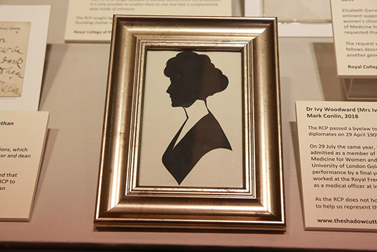 Photograph of a silhouette portrait of an Edwardian woman