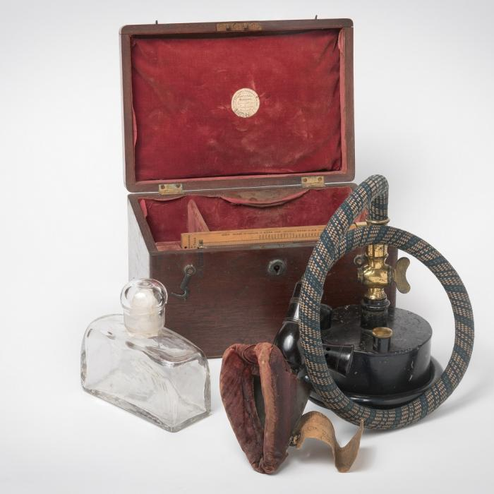 Apparatus for the vapourisation of anaesthetic ether,